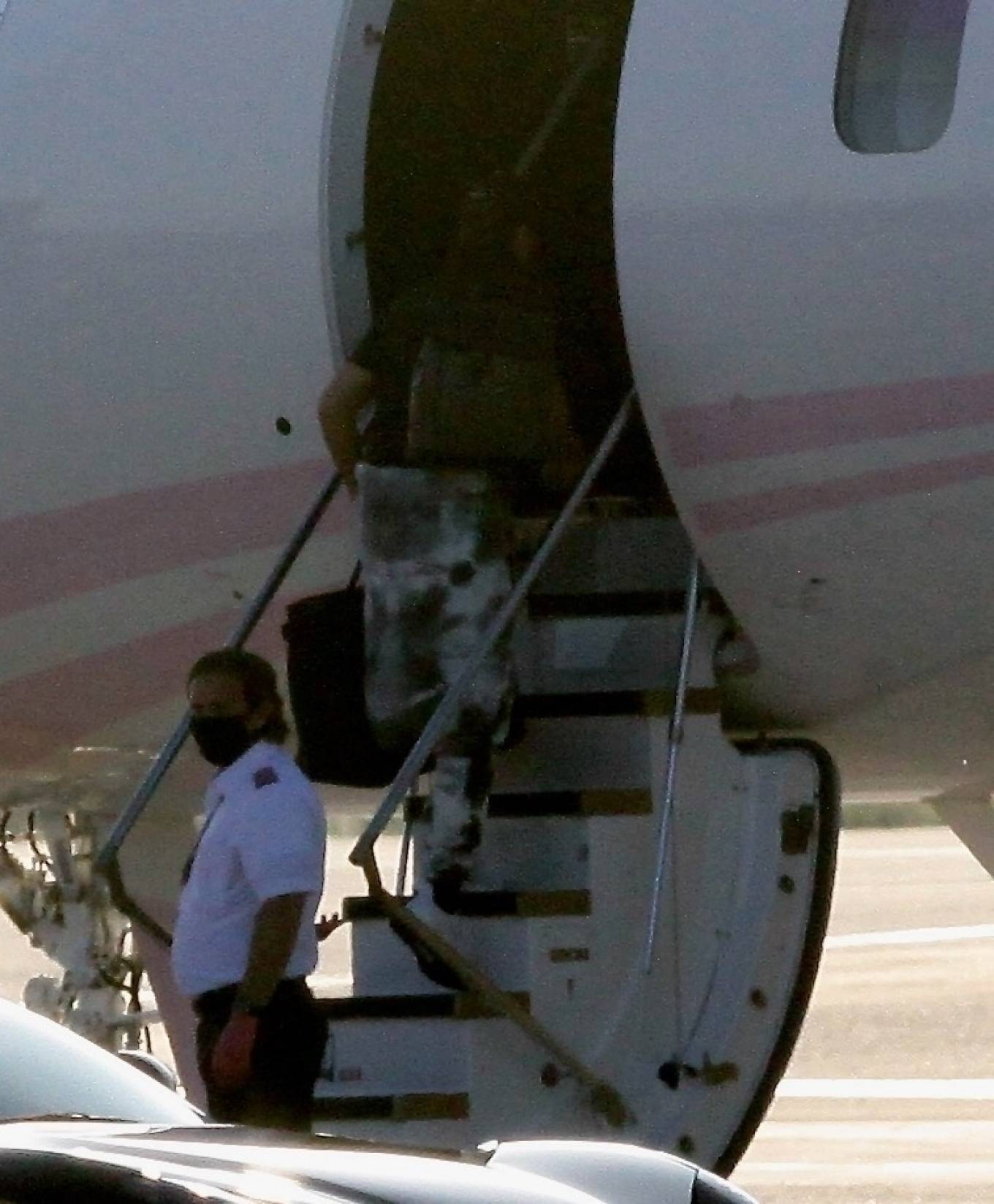 Khloe Kardashian 2020 : Khloe Kardashian and Kourtney Kardashian – Pictured boarding Kylie Jenners private jet in Van Nuys-02