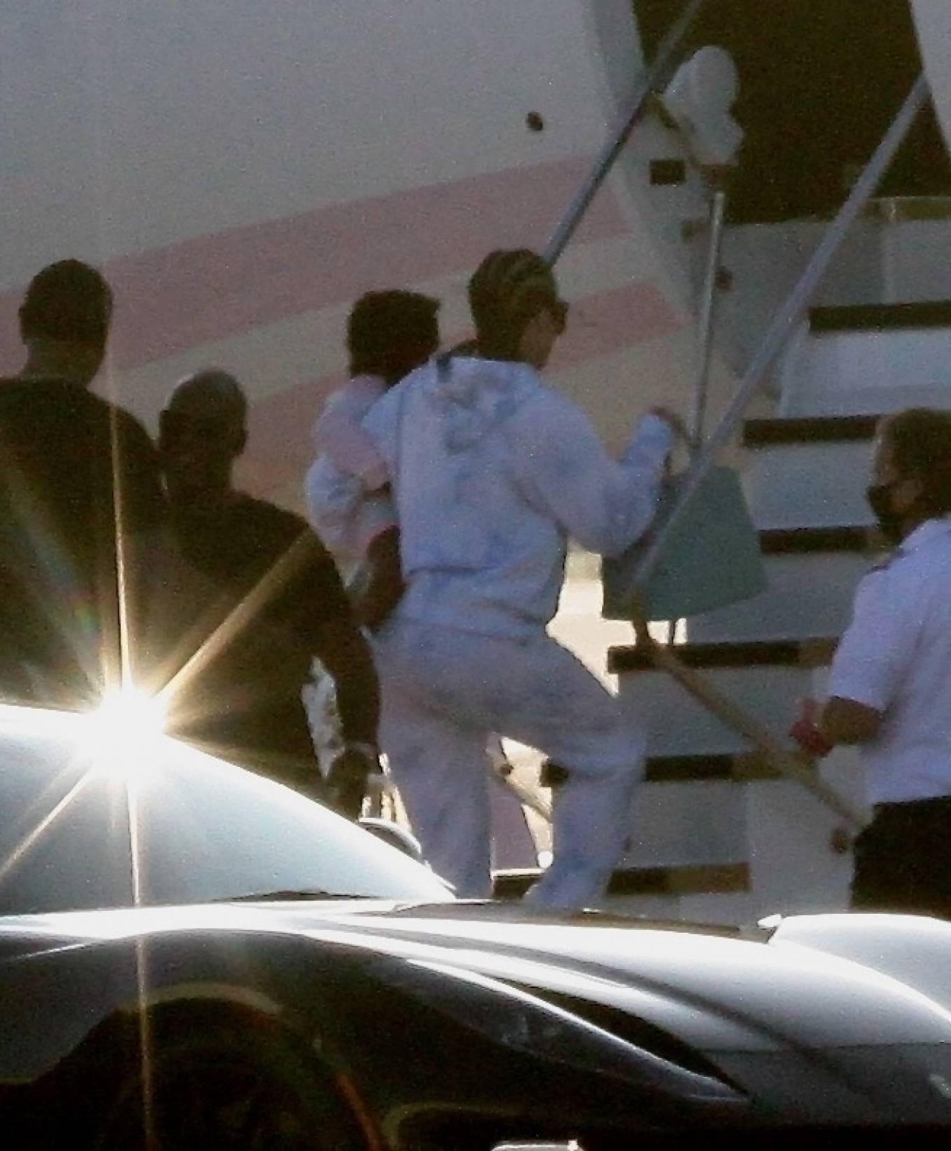 Khloe Kardashian 2020 : Khloe Kardashian and Kourtney Kardashian – Pictured boarding Kylie Jenners private jet in Van Nuys-04