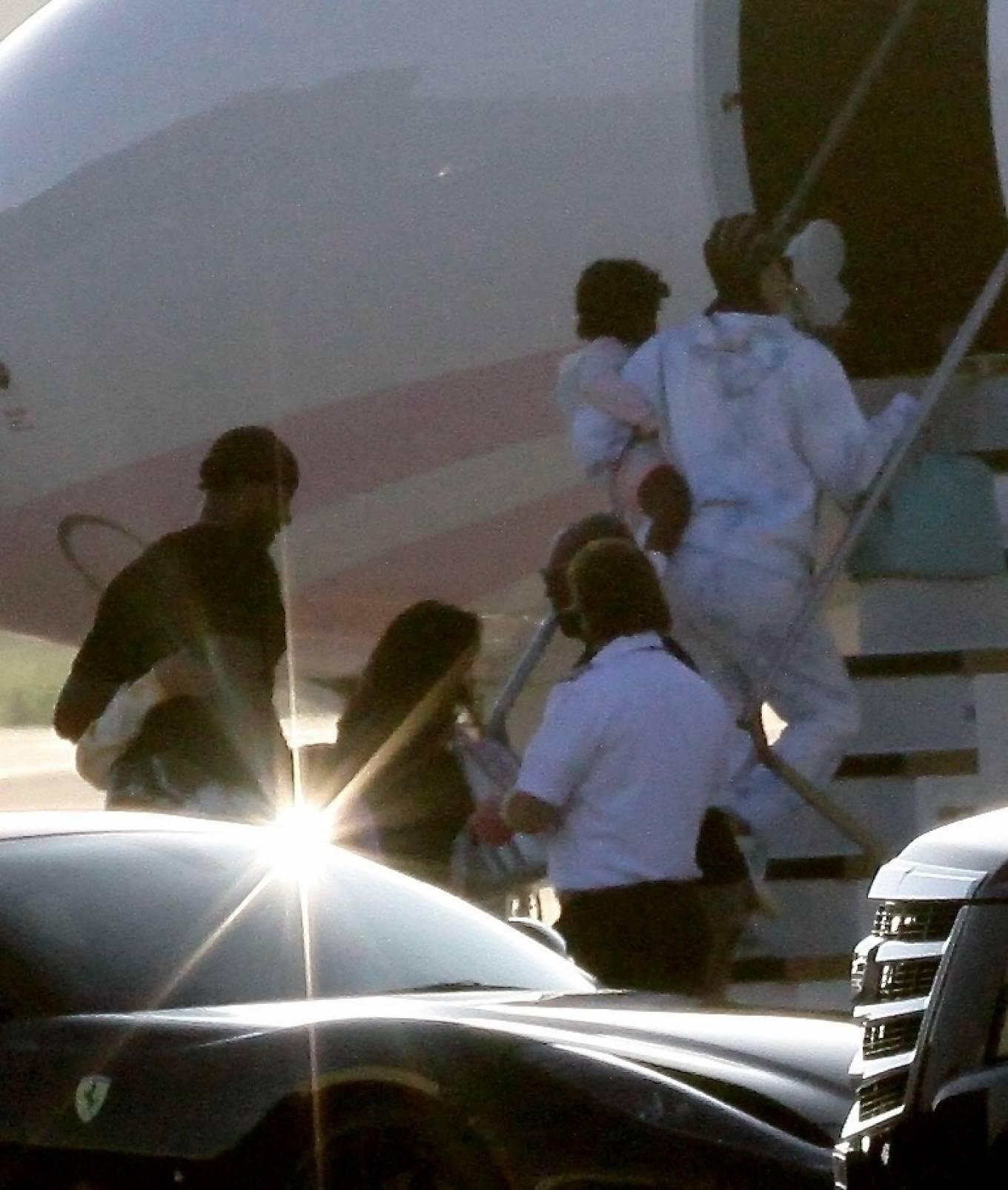 Khloe Kardashian 2020 : Khloe Kardashian and Kourtney Kardashian – Pictured boarding Kylie Jenners private jet in Van Nuys-08