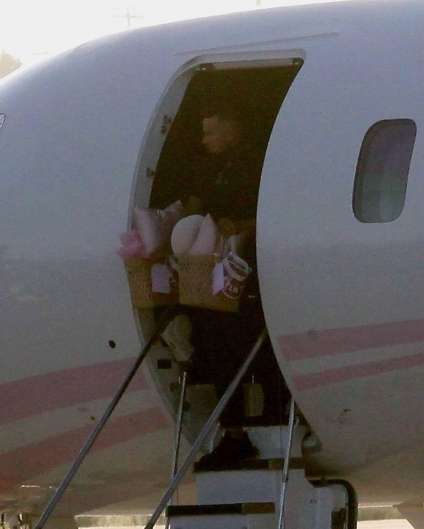 Khloe Kardashian 2020 : Khloe Kardashian and Kourtney Kardashian – Pictured boarding Kylie Jenners private jet in Van Nuys-09