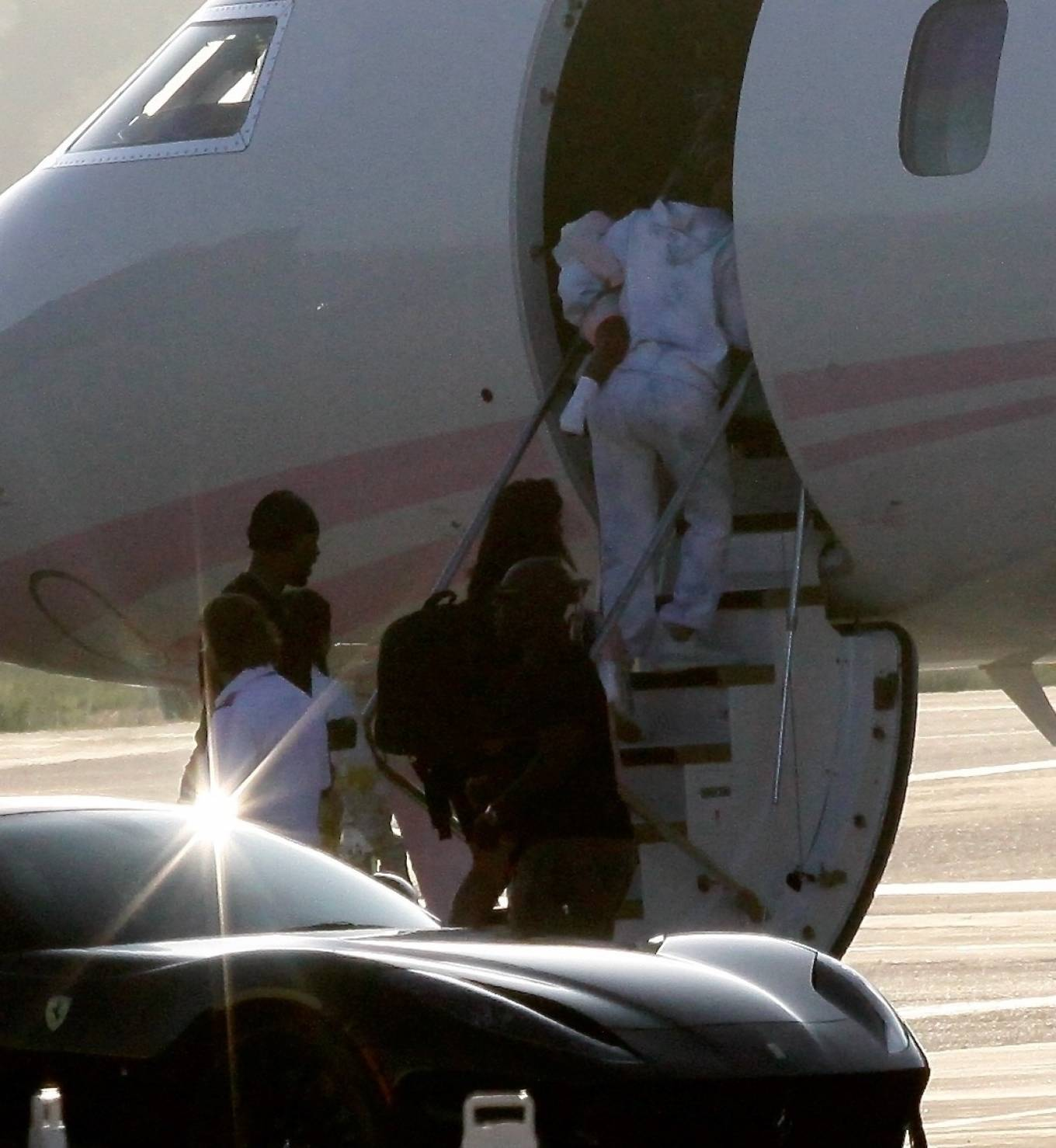 Khloe Kardashian 2020 : Khloe Kardashian and Kourtney Kardashian – Pictured boarding Kylie Jenners private jet in Van Nuys-10