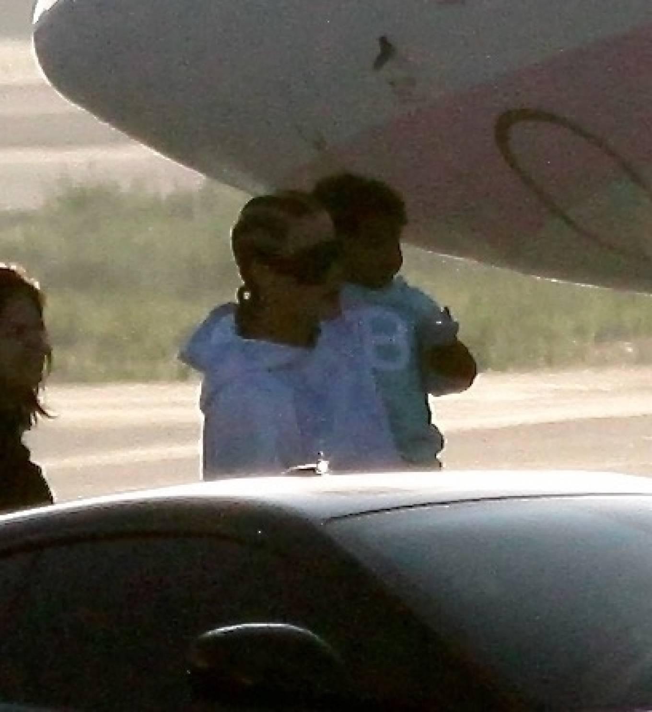 Khloe Kardashian 2020 : Khloe Kardashian and Kourtney Kardashian – Pictured boarding Kylie Jenners private jet in Van Nuys-13