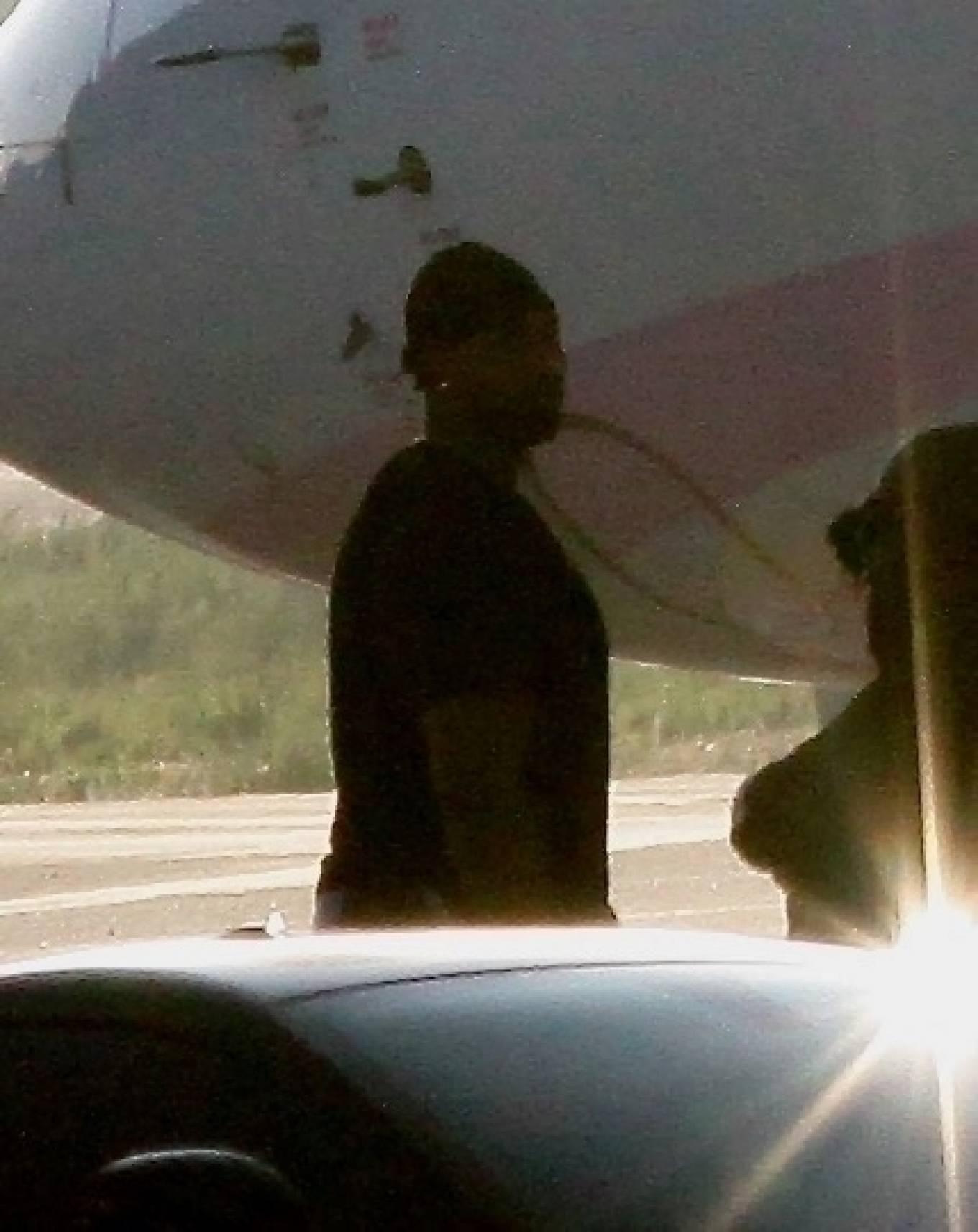 Khloe Kardashian 2020 : Khloe Kardashian and Kourtney Kardashian – Pictured boarding Kylie Jenners private jet in Van Nuys-22