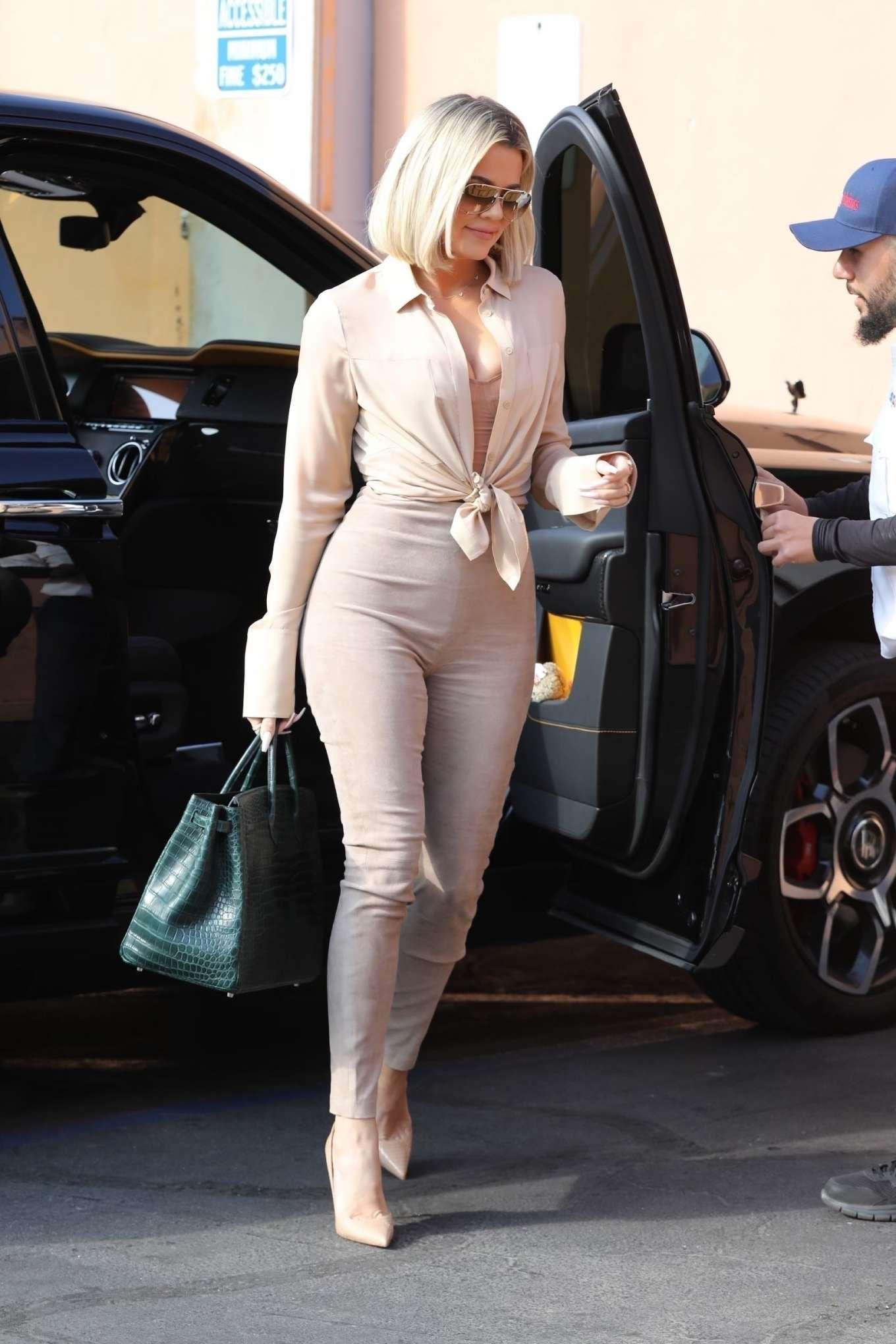 Khloe Kardashian - Arrives at Emilio's Trattoria in Encino