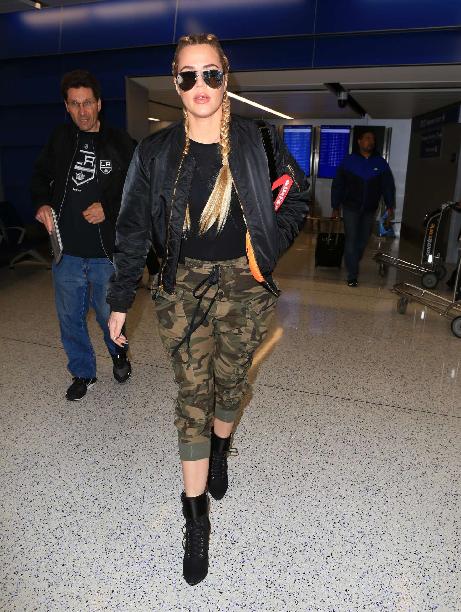 Khloe Kardashian - Arrives at LAX Airport in Los Angeles