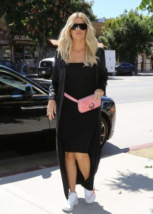 Khloe Kardashian - Arrives at Petit Trois in Sherman Oaks