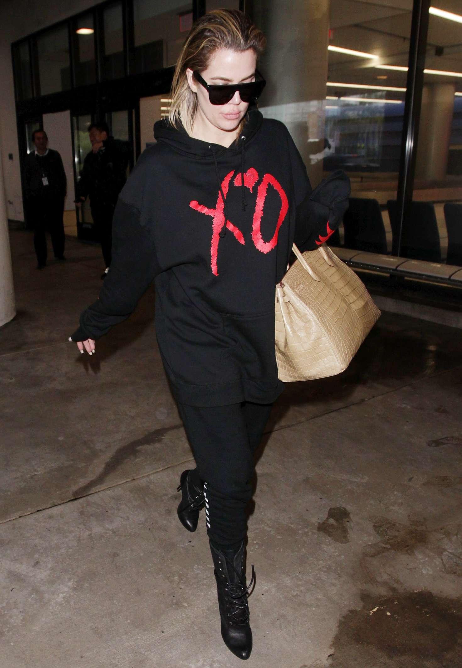 Khloe Kardashian - Arrives at the Los Angeles International Airport