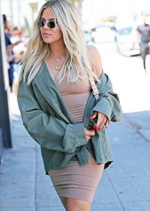 Khloe Kardashian - Arriving at an art studio in Los Angeles