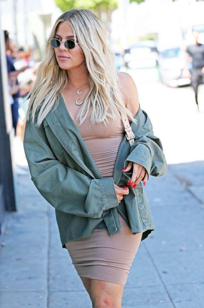 Khloe Kardashian - Arriving at an art studio in Los Angeles