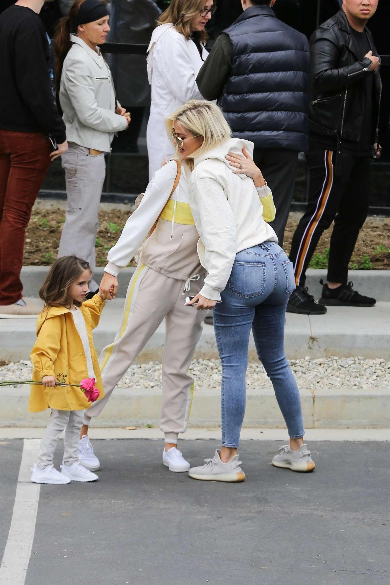 Khloe Kardashian 2019 : Khloe Kardashian at Kanye Wests Sunday church services-01