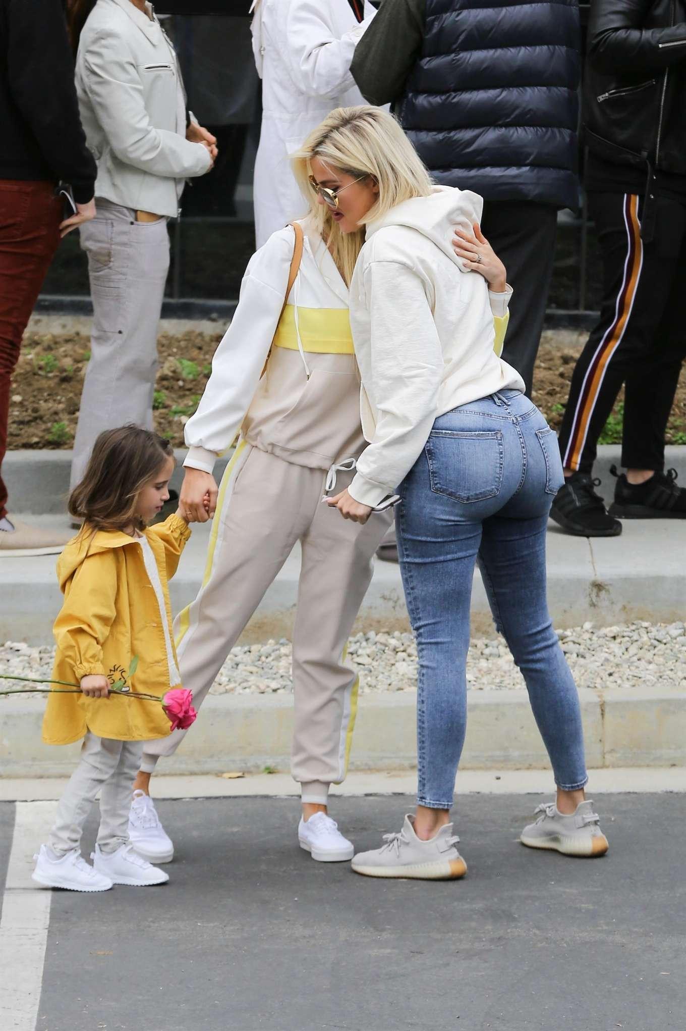 Khloe Kardashian 2019 : Khloe Kardashian at Kanye Wests Sunday church services-02