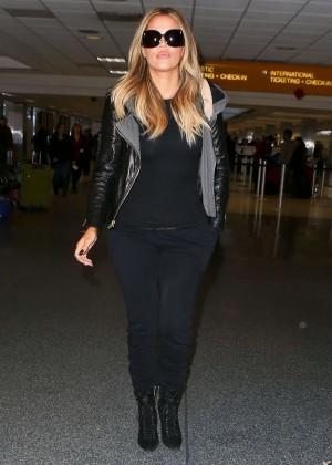 Khloe Kardashian Booty in Jeans -01