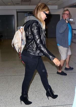 Khloe Kardashian Booty in Jeans -13
