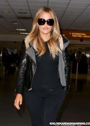 Khloe Kardashian Booty in Jeans -21