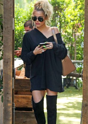 Khloe Kardashian at The Villa Restaurant of Woodland Hills