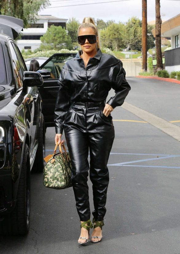 Khloe Kardashian - Goes out for lunch at Plata Taqueria and Cantina in Agoura Hills