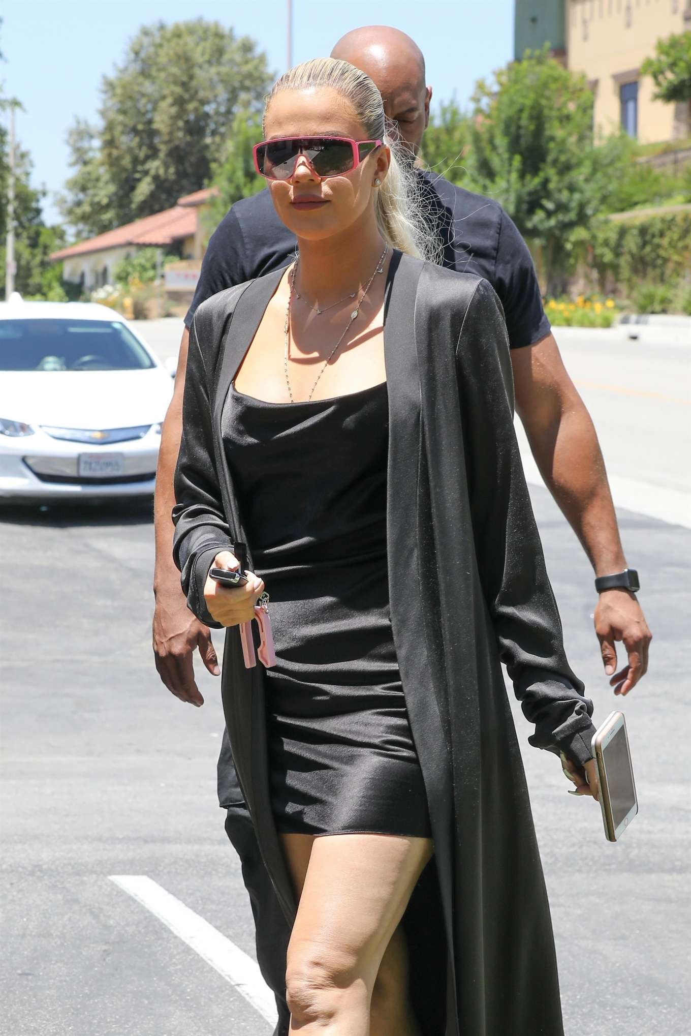 Khloe Kardashian - Going to an art store in Los Angeles