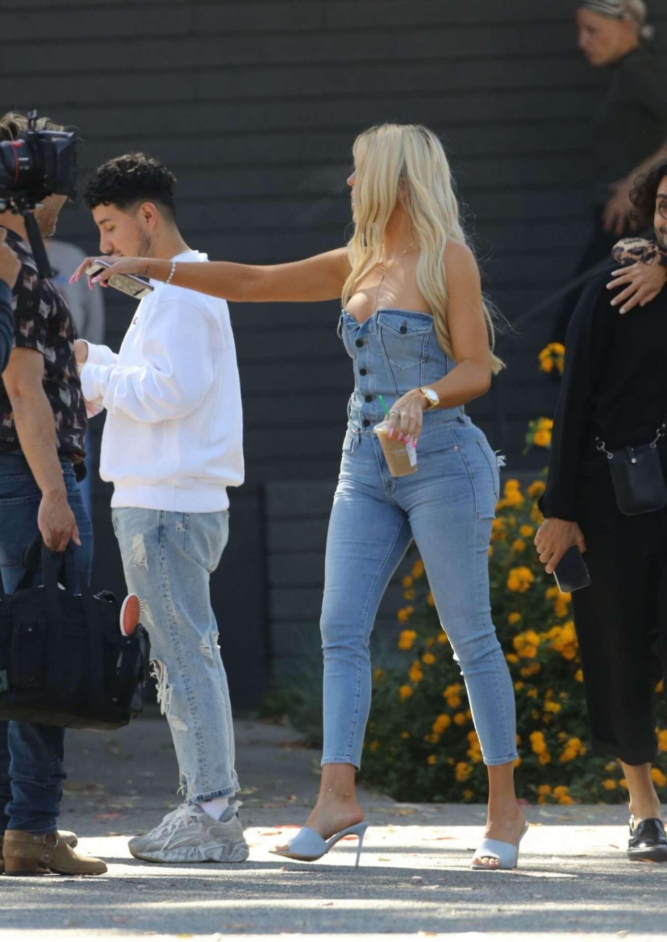 Khloe Kardashian in jeans arrives at a Studio in Los Angeles