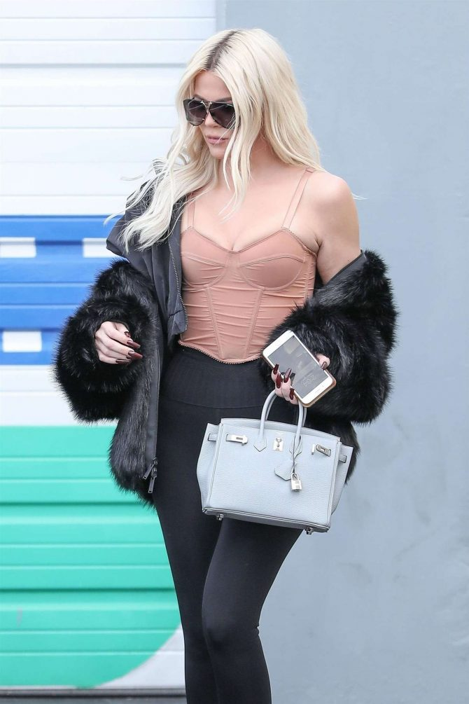 Khloe Kardashian – Leaving a studio after filming in Calabasas