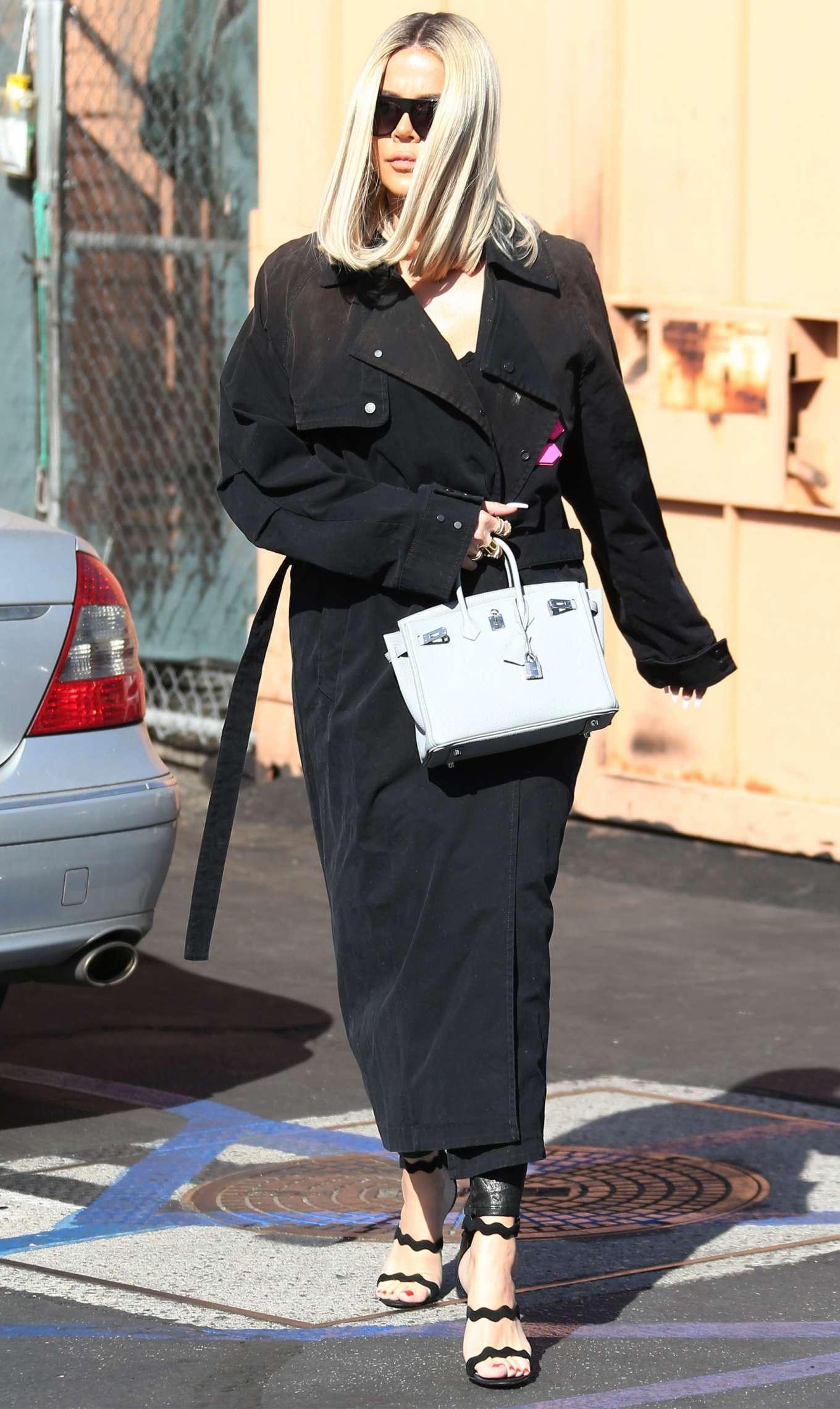 Khloe Kardashian 2019 : Khloe Kardashian – Leaving Emilios Trattoria Italian restaurant-12
