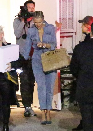 Khloe Kardashian Leaving the studio in LA