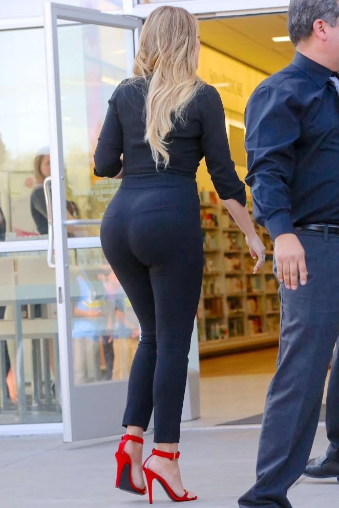 Khloe Kardashian - Leaving 'ULTA' in LA