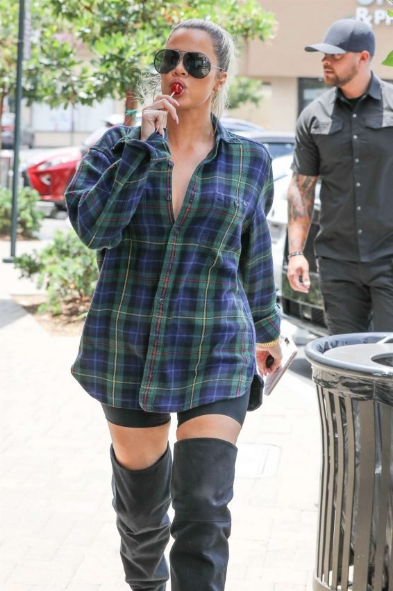 Khloe Kardashian - Out at Maxwell Dog's in Studio City