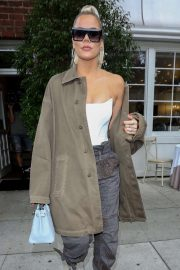 Khloe Kardashian - Out for lunch in Los Angeles