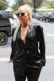 Khloe Kardashian - Out in Calabasas
