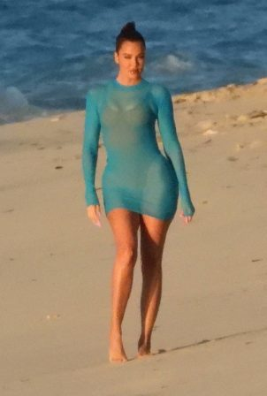 Khloe Kardashian - Photoshoot candids in Turks and Caicos