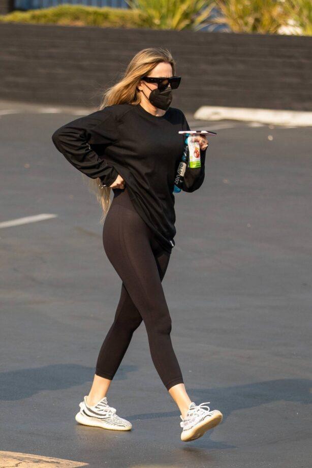 Khloe Kardashian - Seen out in Calabasas