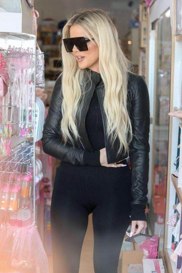 Khloe Kardashian 2019 : Khloe Kardashian – Shopping at Toy Crazy at the Malibu Country Mart-10