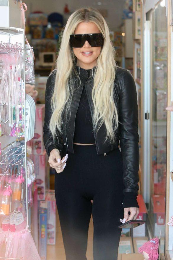 Khloe Kardashian 2019 : Khloe Kardashian – Shopping at Toy Crazy at the Malibu Country Mart-12