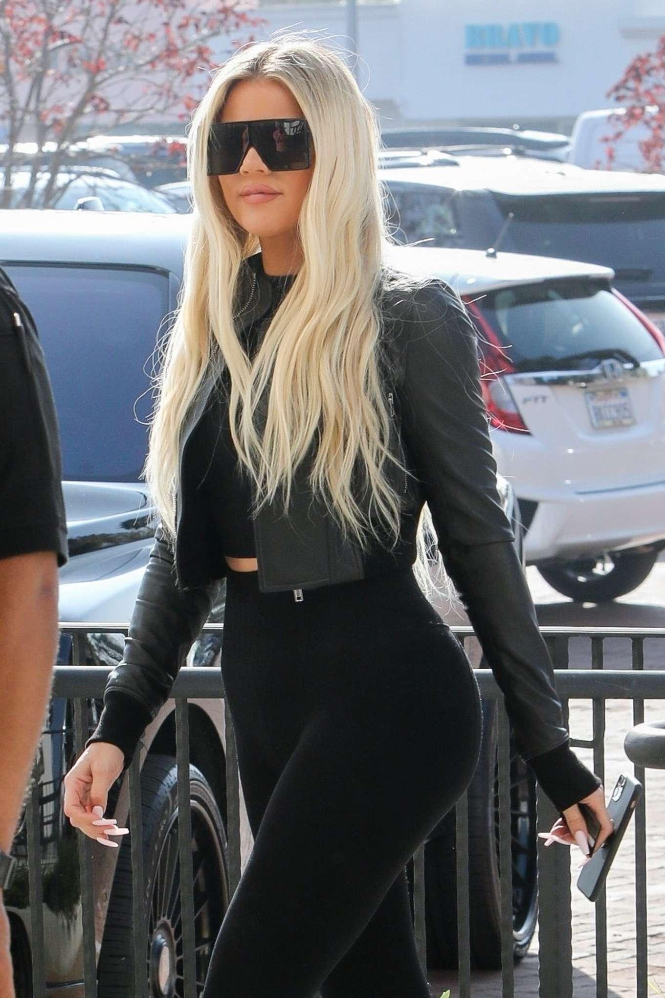 Khloe Kardashian 2019 : Khloe Kardashian – Shopping at Toy Crazy at the Malibu Country Mart-21