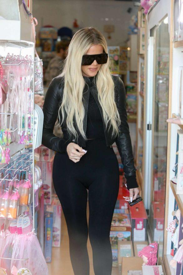 Khloe Kardashian 2019 : Khloe Kardashian – Shopping at Toy Crazy at the Malibu Country Mart-22