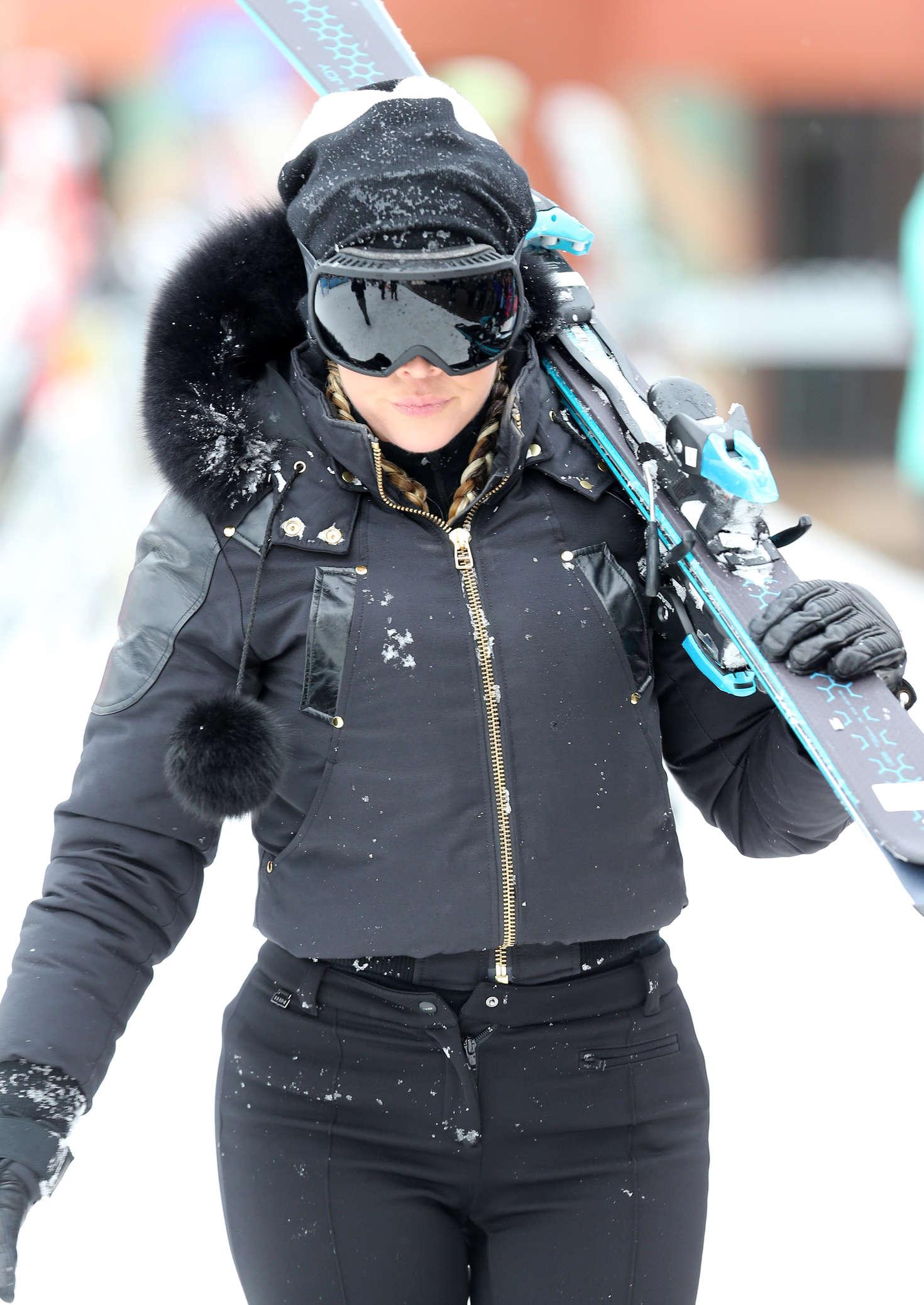Khloe Kardashian 2016 : Khloe Kardashian: Skiing in Colorado -04