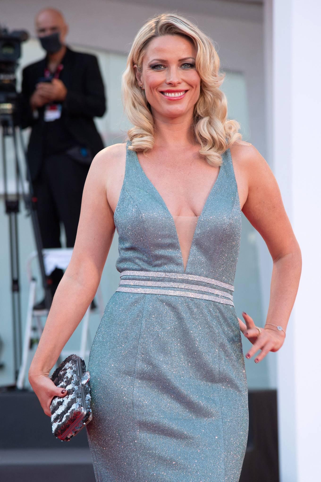 Kiera Chaplin - Padrenostro Premiere - 2020 Venice Film Festival-08