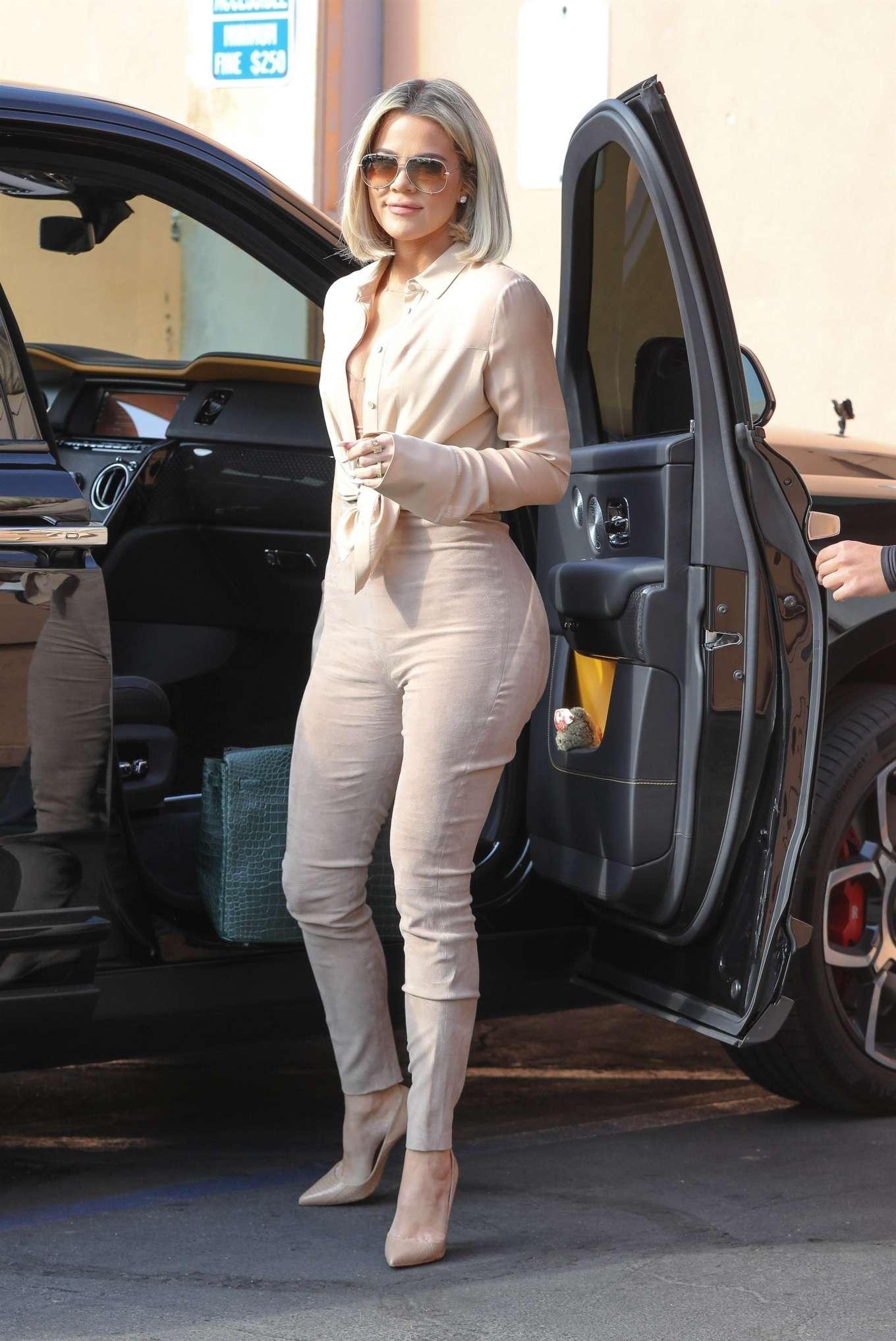 Kim Kardashian 2020 : Kim and Khloe Kardashian – Leave Emilios Trattoria after lunch in Encino-19