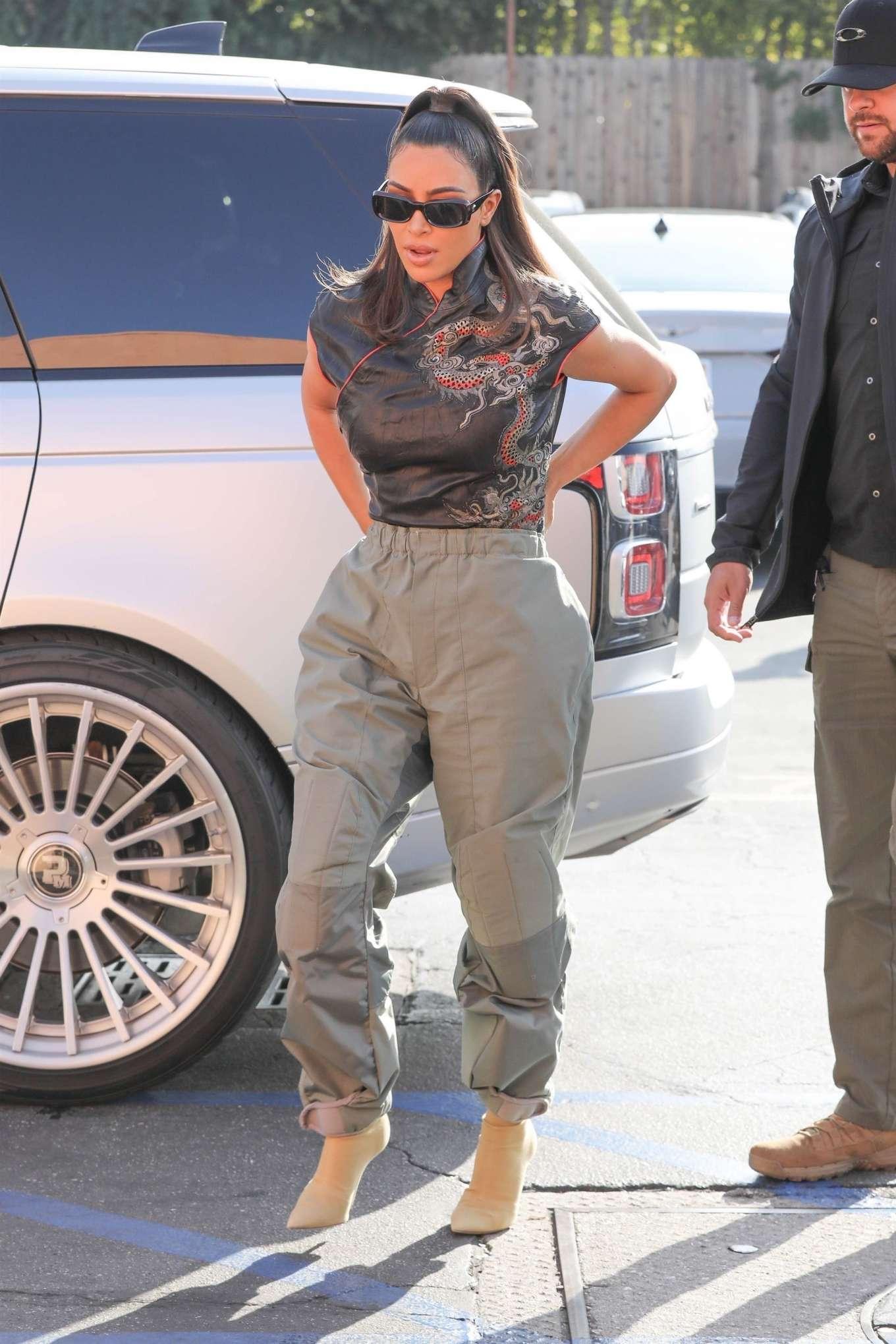 Kim Kardashian 2020 : Kim and Khloe Kardashian – Leave Emilios Trattoria after lunch in Encino-27