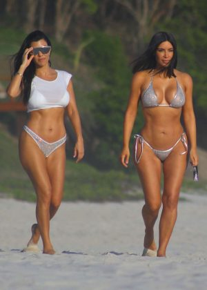 Kim and Kourtney Kardashian in Bikini on the beach in Puna Mita