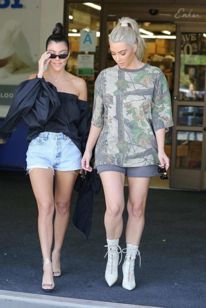 Kim And Kourtney Kardashian Shopping At Buybuy Baby 04 Gotceleb