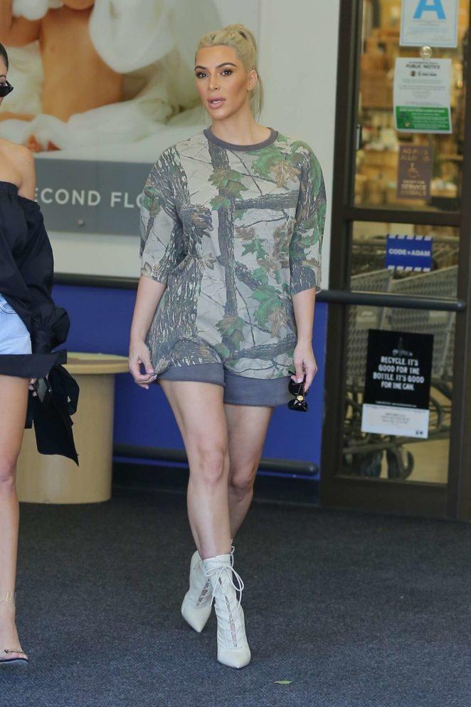 Kim And Kourtney Kardashian Shopping At Buybuy Baby 12 Gotceleb