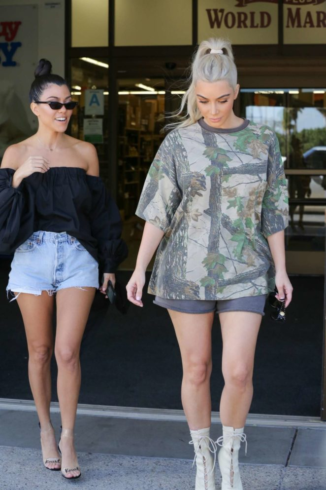 Kim And Kourtney Kardashian Shopping At Buybuy Baby 23 Gotceleb