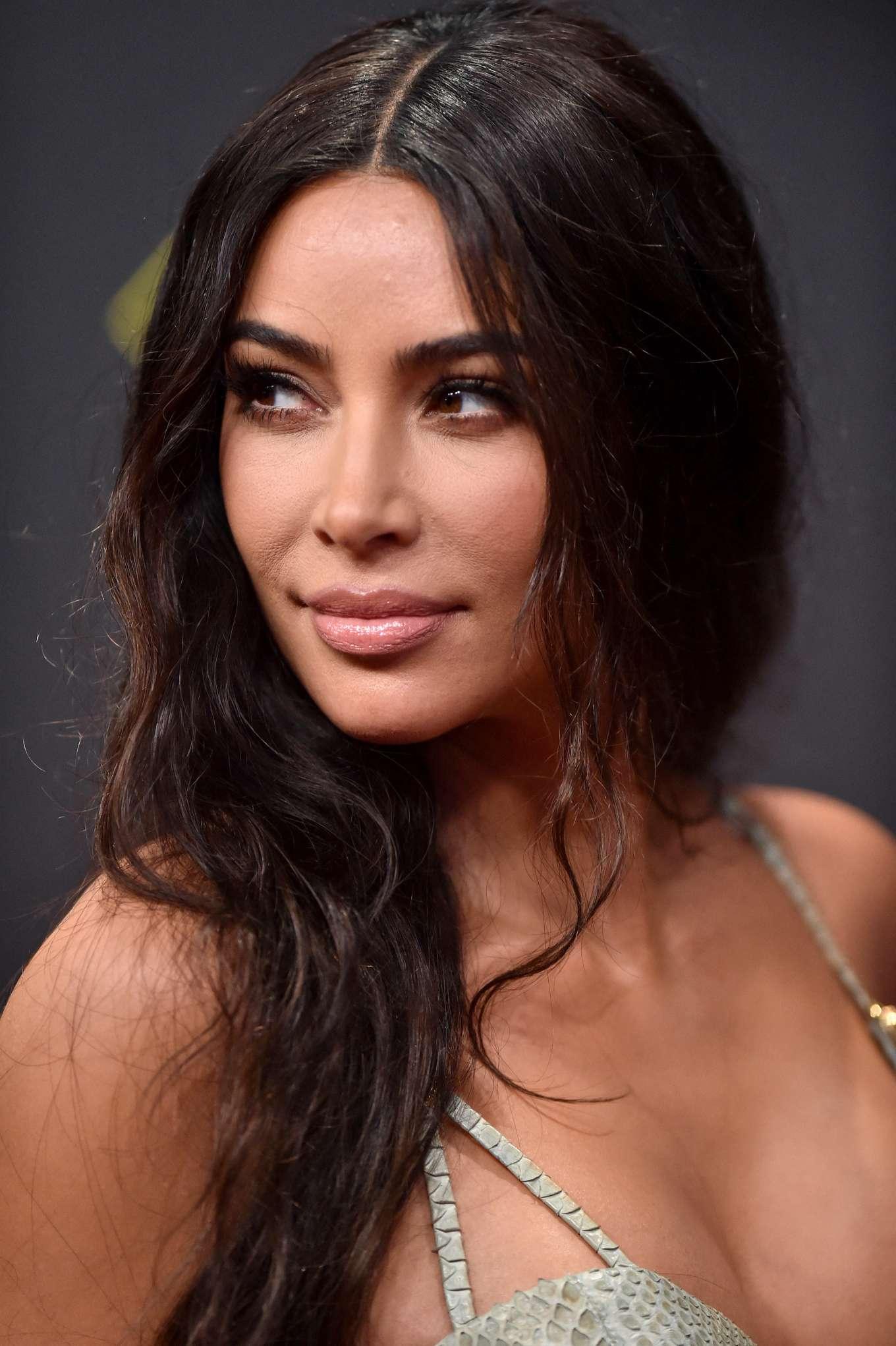Kim Kardashian 2019 : Kim Kardashian – 2019 E! Peoples Choice Awards in Santa Monica-03