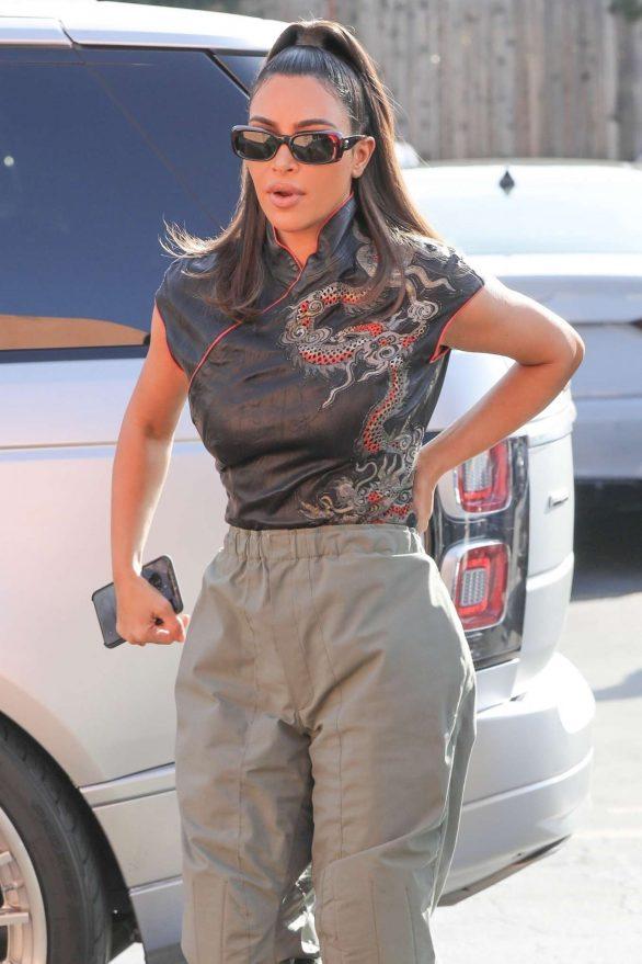 Kim Kardashian - Arrives at Emilio's Trattoria for lunch in Encino
