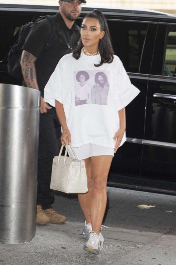 Kim Kardashian - Arrives at JFK Airport in New York City