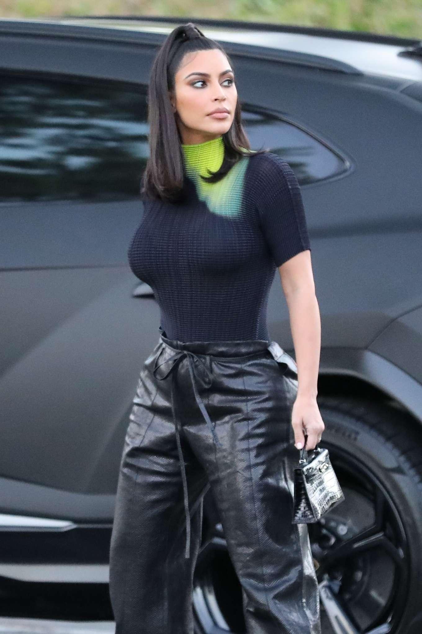 Kim Kardashian 2019 : Kim Kardashian – Arrives at the Commons Shopping Mall-01