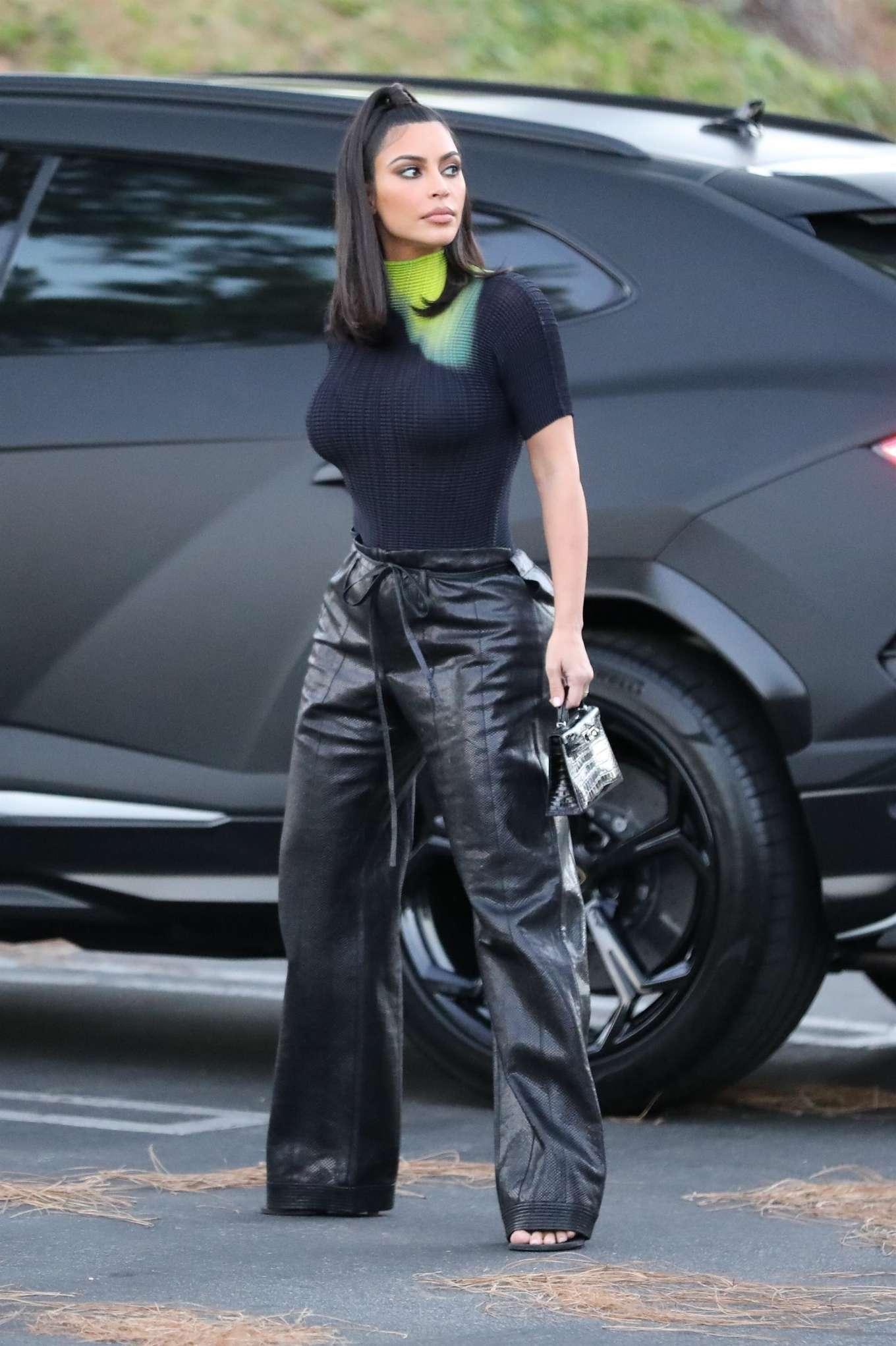 Kim Kardashian 2019 : Kim Kardashian – Arrives at the Commons Shopping Mall-08