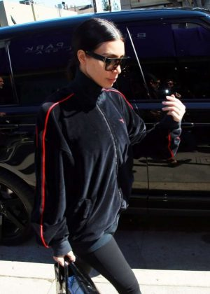 Kim Kardashian - Arriving at a spa in Brentwood