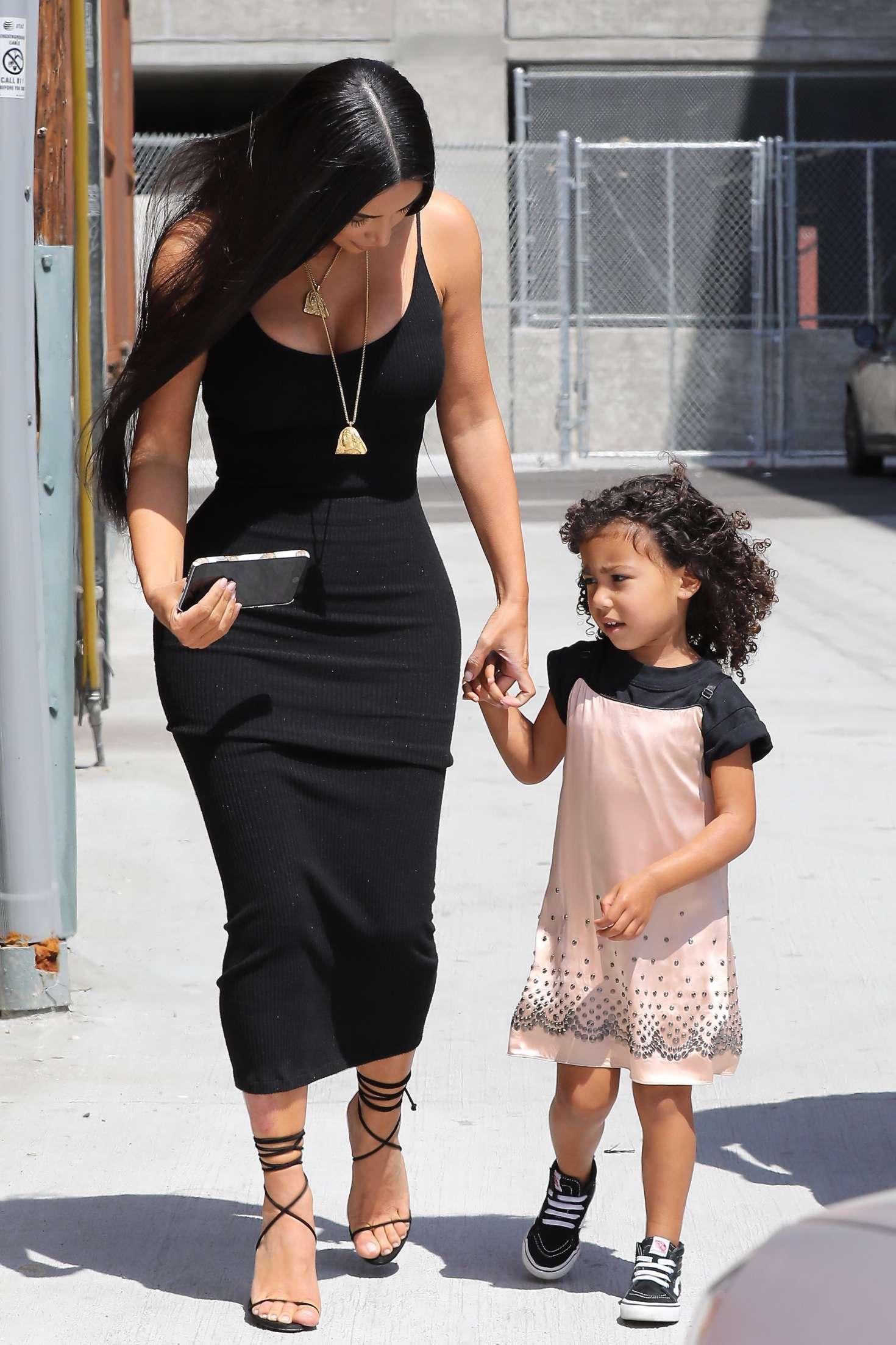 Kim Kardashian Arriving at baby shower 42 GotCeleb